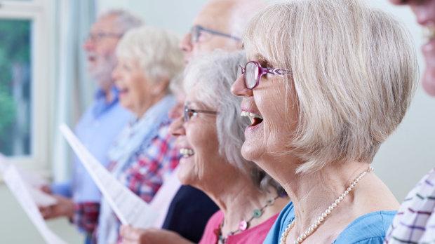 Співайте: названо найпростішу профілактику хвороби Паркінсона