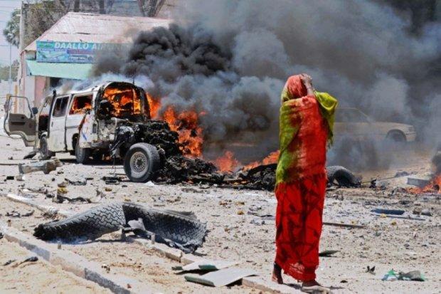 Из-за взрыва заминированного автомобиля в Сомали погибли 10 человек