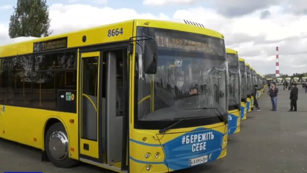 Автобусы в Киеве, изображение иллюстративное, кадр из видео: YouTube