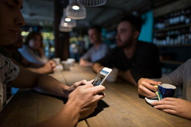 """iPhone начал блокировать популярные приложения: секретно """"сливают"""" информацию о владельцах"""