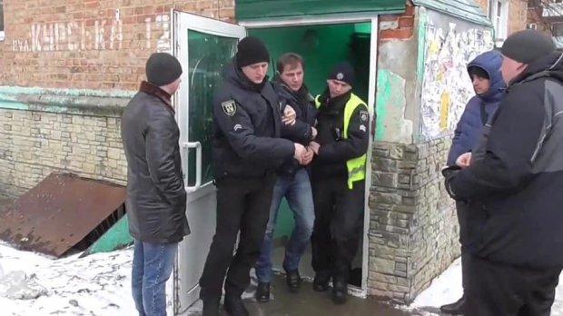 Червакова: Полицейским, которые безосновательно схватили двух граждан за «подкуп избирателей», объявлены подозрения