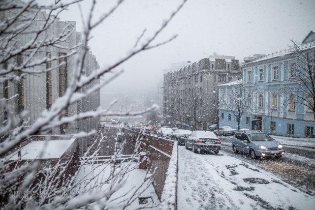 Погода на 27 февраля: снег и дождь убегают из Украины