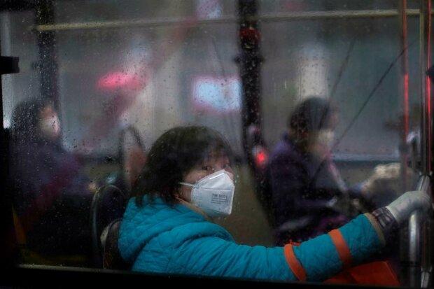 """Китайцы из-за коронавируса сходят с ума, на карантин закрыли даже """"наличку"""""""
