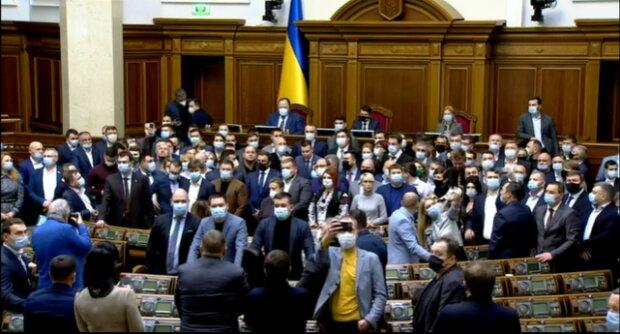 """Парламент призвал судей КСУ уйти в отставку: """"По собственному желанию или…"""""""
