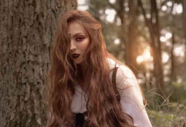 Дочь Оли Поляковой превратилась в гоголевскую панночку под звон колоколов: тот еще чертенок