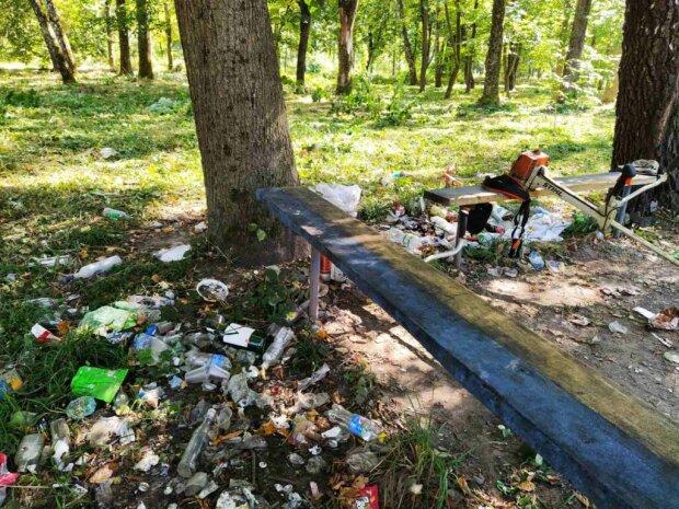 Во Львове из парка исчезли все лавочки, все из-за алкоголиков