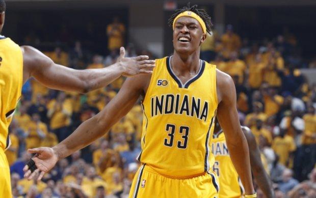 НБА: Данк Тернера через Томпсона - лучший момент игрового дня