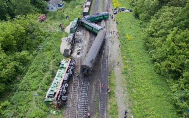 Названы возможные причины железнодорожной катастрофы на Хмельнитчине