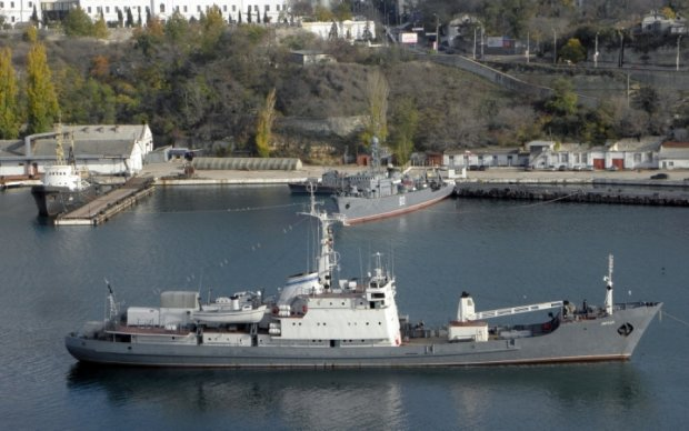 Російський корабель тоне у Чорному морі