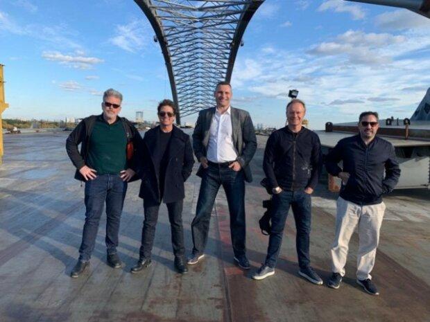 Мосты, бандура и вертолет: братья Кличко устроили Тому Крузу экскурсию по Киеву