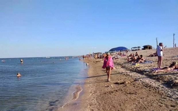 Азовське море пожирає українських туристів: рятувальники б'ють на сполох