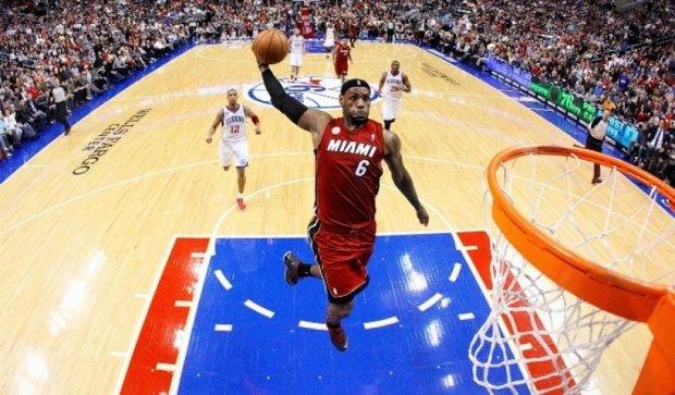 Баскетбольні команди НБА у футбольних формах (фото)
