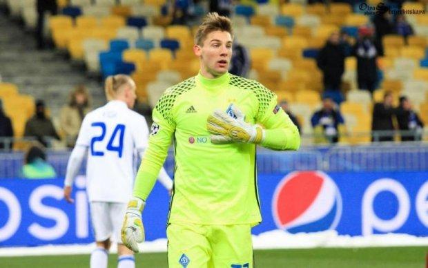 Динамо продовжило контракт з двома воротарями