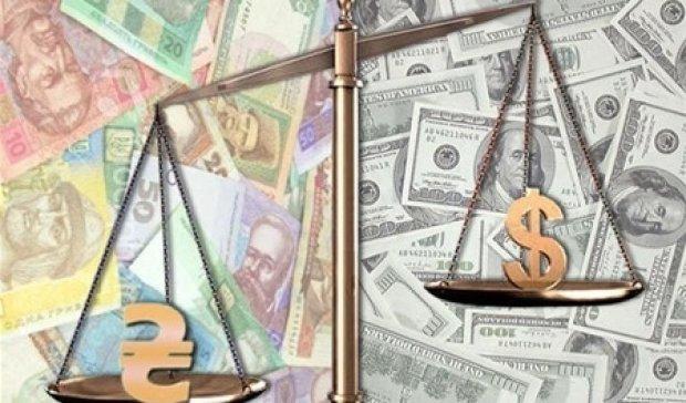 Долар і далі дорожчатиме через політичну кризу - експерт