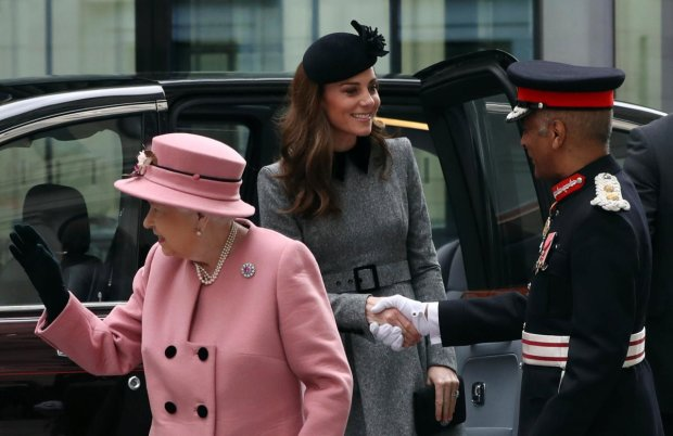 Кейт Міддлтон відбере трон у Єлизавети ІІ: вся справа в особливому зв'язку