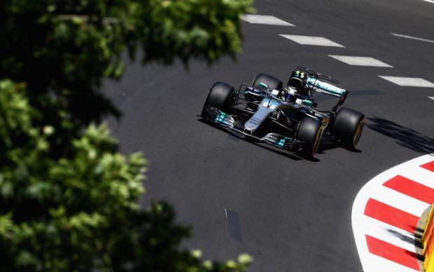 Формула-1: Пилот Mercedes стал лучшим на третьей практике Гран-при Азербайджана