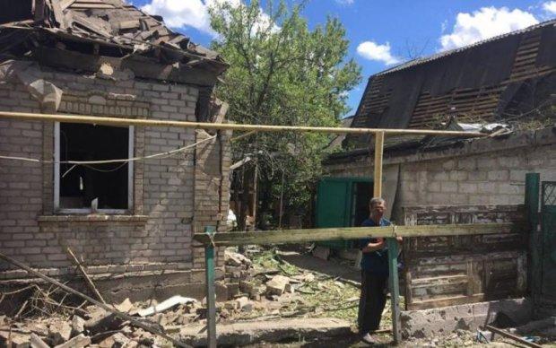 Обстріл Красногорівки: окупанти зруйнували десятки будівель