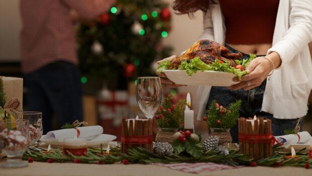 Веселое застолье и горы вкусняшек: эксперт рассказала, как избежать ожирения на новогодние праздники