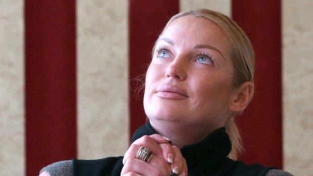 Волочкова похвасталась жарким крымским любовником: ждет в гости