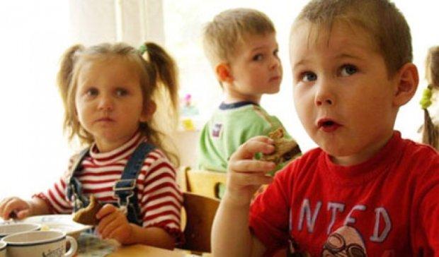 Сімох дітей шпиталізували з отруєнням на Хмельниччині