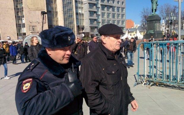 Антикоррупционный митинг в России: полиция массово задерживает активистов