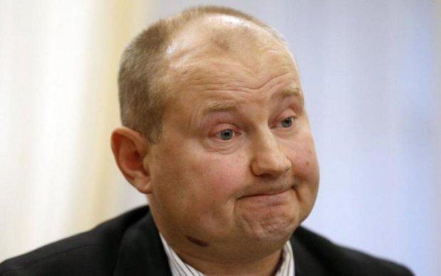 """А собирался траншею: украинец случайно выкопал """"заначку Чауса"""""""