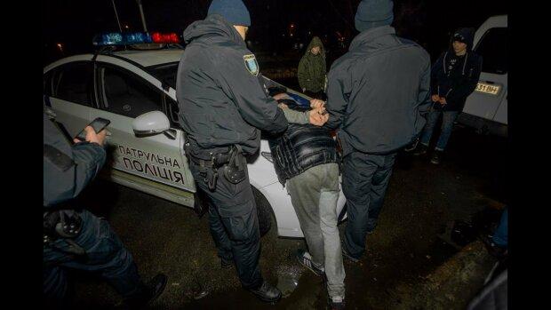 На Дніпропетровщині замість документов євробляхер пред'явив гранату: є поранені