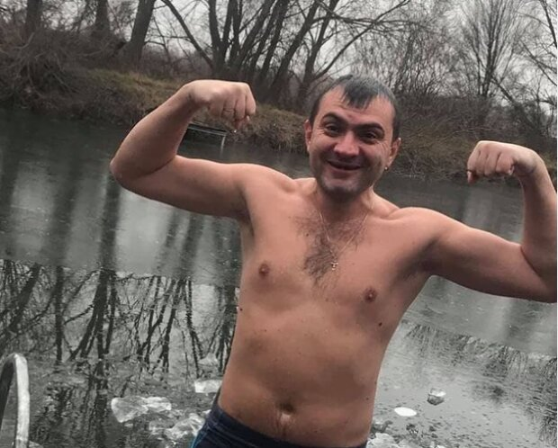 """Мэр Симчишин освежился в проруби и показал хмельнитчанам силу: """"А вы?"""""""