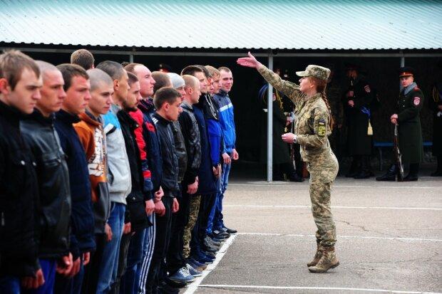 Из горшка на плац? В Киеве 5-летний малыш получил повестку в армию