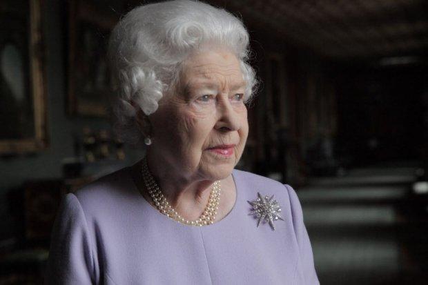 Єлизавета II віддала корону зі скандалом: вся Великобританія в жалобі