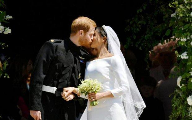 """Королівське весілля: принц Гаррі і Меган Маркл """"втекли"""" на кабріолеті"""