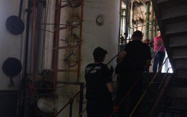 Силовики обшукали десятки спиртзаводів: фото