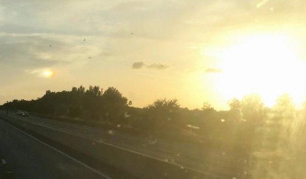 На небе Англии появилось два солнца