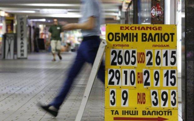 Курс валют на 22 серпня: гривня завмерла, чекаючи на диво