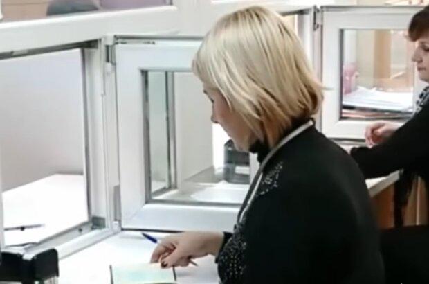 Оформлення документів, кадр з відео