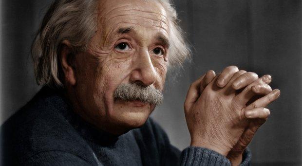 Неймовірно, але факт: лотом аукціону стала замітка Ейнштейна, в якій він розмірковує про релігію. Лист продали за 3 мільйони доларів