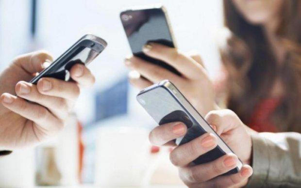 Українці все частіше переходять на дорогезні смартфони