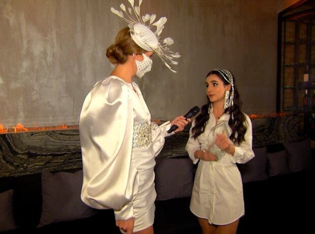 Катя Осадча і Анна Трінчер, скріншот відео