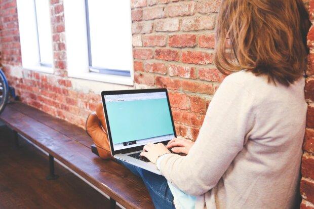 работа за ноутбуком, фото Pxhere