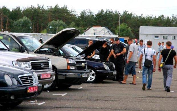 Лайфхаки для автолюбителів: як не обманутися при купівлі авто з пробігом