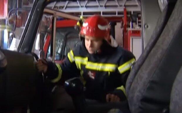 """У Києві зруйнували сім квартир, щоб врятувати """"замурованного"""" у вентиляції малюка"""