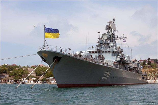 Сила і міць: українські кораблі перелякали путінських окупантів в Криму