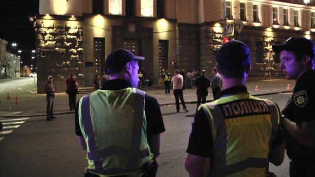 У Харкові намагаються врятувати пораненого поліцейського, українців благають про допомогу