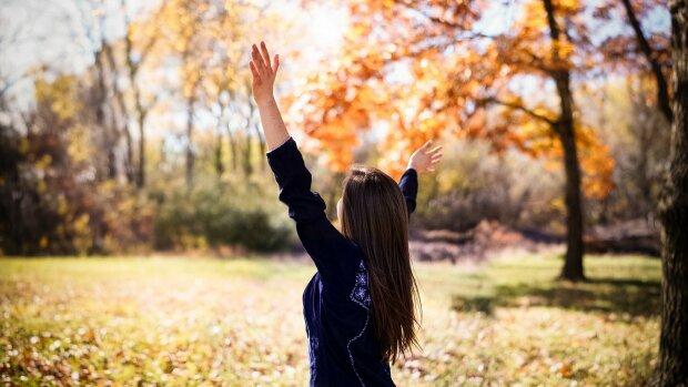 Надежный охранник благополучия: какие знаки Зодиака окажутся под крылом у ангела этой осенью