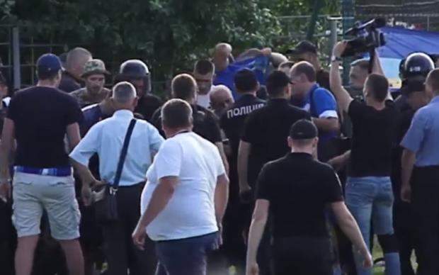 В сотне российских городов проходят митинги: центральные каналы молчат
