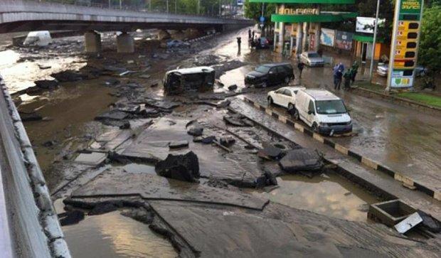 Чотирнадцять людей постраждали через зливу в Тбілісі