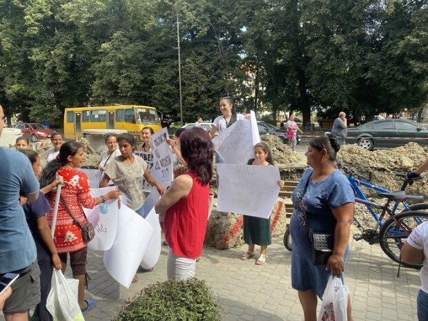 """В Ужгороде матери-одиночки выдвинули ультиматум Зеленскому - """"Верните, как было!"""""""