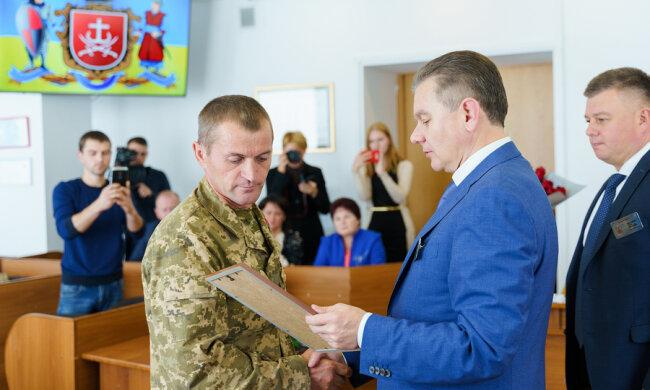 Мер Вінниці Моргунов вручив ветерану АТО ключі від  машини