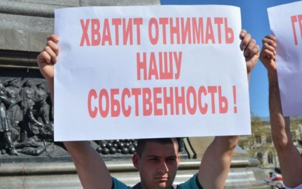 """Без зайвих слів: російські чиновники """"віджимають"""" нерухомість у кримчан"""