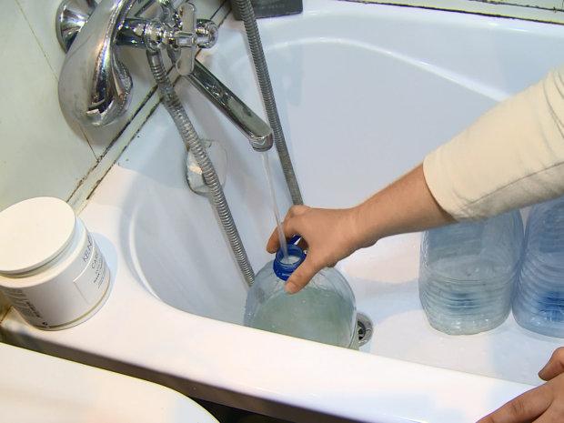"""В Днепре массово отключают воду, мужайтесь: список """"сухих"""" адресов"""